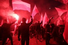 Policja zatrzymała kilkanaście osób, które na Marsz Niepodległości jechały m.in. z maczetami i nożami.