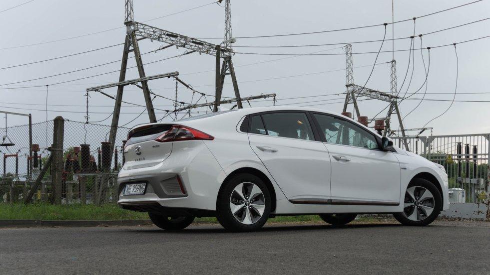 Hyundai Ioniq w każdej wersji to świetne auto. Na zdjęciu elektryczny.