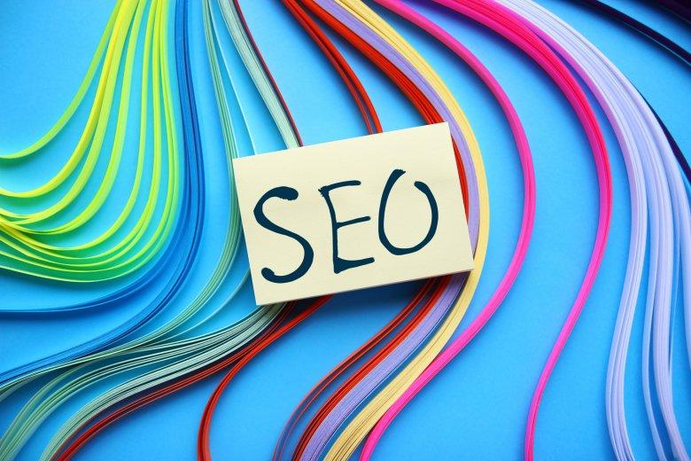 SEO to pozycjonowanie strony w wyszukiwarce. Dzięki temu zabiegowi osiąga wysoką pozycję w wyszukiwarce
