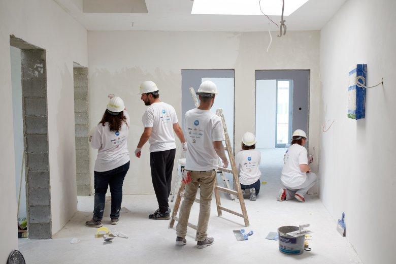 W czerwcu wolontariusze firmy Procter & Gamble wyremontowali mieszkanie rodziny w Łodzi oraz pokoje w hostelu dla osób po terapiach uzależnień w podwarszawskim Legionowie