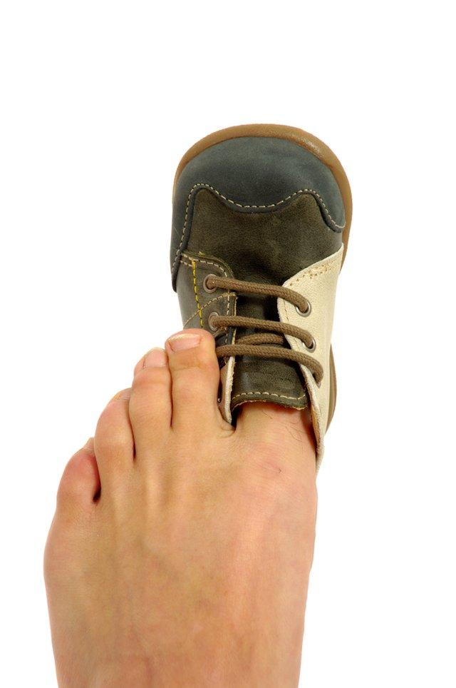 Jak rozciągnąć buty, gdy okazują się za małe? Szybki