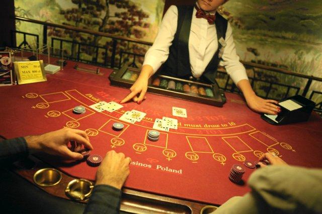 """Spowiedź krupierki. """"Napiwki w kasynie liczone są w tysiącach złotych"""""""