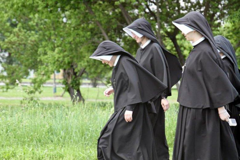 Po odejściu Jacka Krzysztofowicza dużo mówiło się o zakonnikach występujących ze wspólnoty. Ale rezygnuje też coraz więcej sióstr