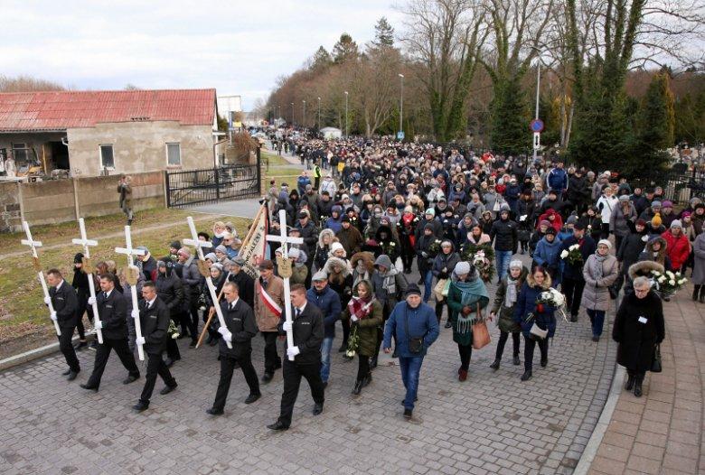 W uroczystościach pogrzebowych w Koszalinie wzięły udział tysiące osób.