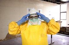 W wielkopolskiej fabryce mebli Wersal doszło do fali zakażeń koronawirusem SARS-CoV-2.
