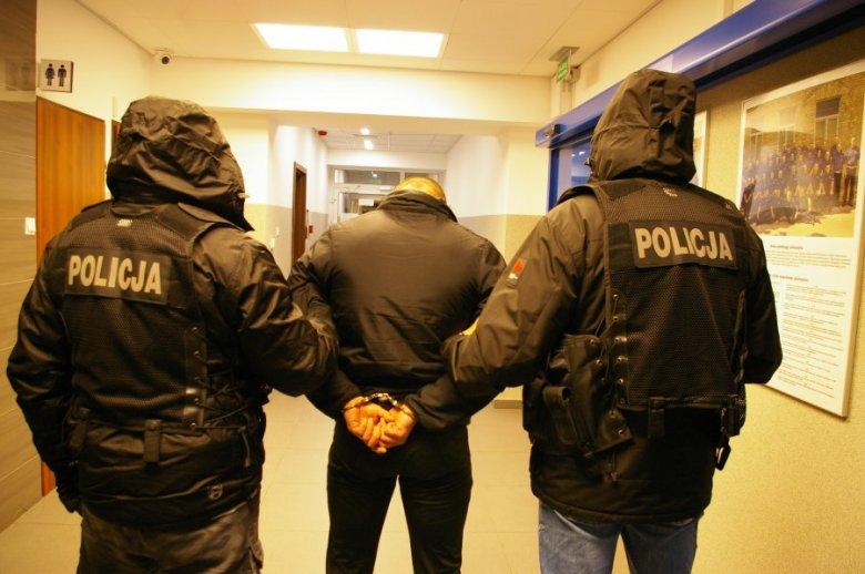 """""""Kryminalni z białostockiej trójki i komendy miejskiej w piątek przed 15 zatrzymali sprawcę rozboju"""" –poinformowała po weekendzie podlaska komenda policji."""