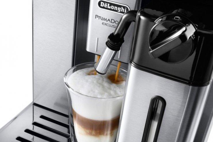 Dobry ekspres parzy świetne kawy mleczne. Takie, jak podobno bardzo lubi Tarantino.
