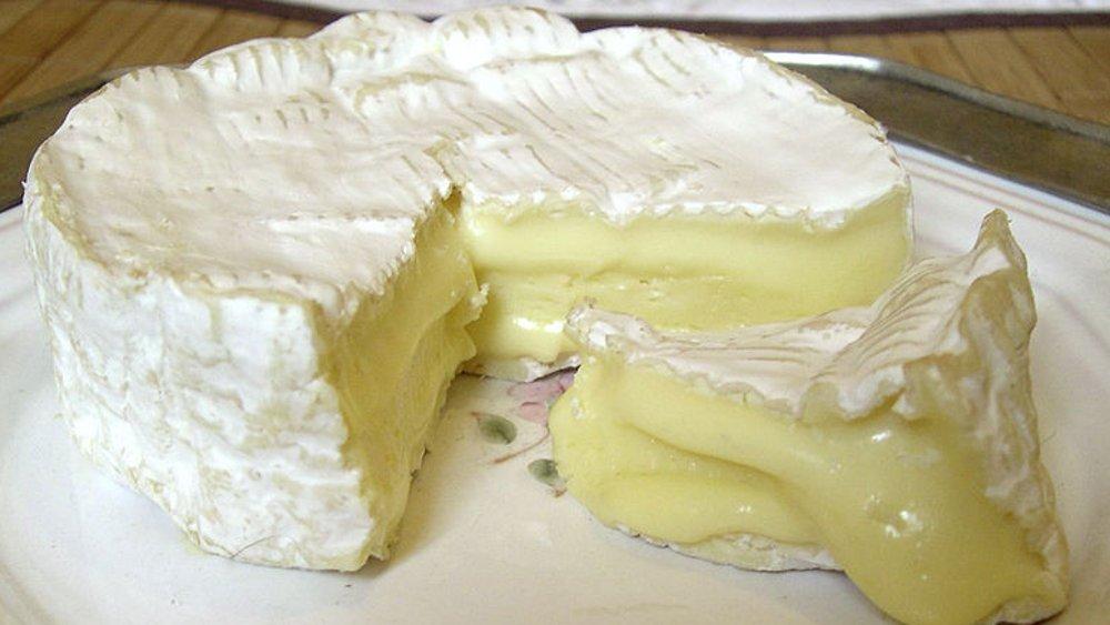 Po posiłku z serem pleśniowym w roli głównej należy wypić zieloną lub czarną herbatę. Skuteczne jest także żucie imbiru.