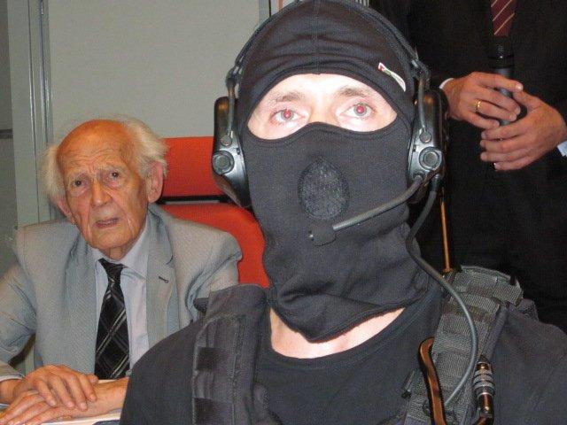 Prof. Zygmunt Bauman przed wykładem w Auli WPAiE U.Wr. 22 czerwca 2013