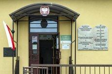 Tak wygląda Dekalog na ścianie budynku szkoły w Tuszowie Narodowym.