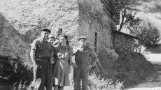 Krystyna Skarbek jako Christine Granville wśród francuskich partyzantów i brytyjskich oficerów, Queyras Valley, sierpień 1944 r.