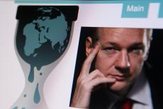 Jullian Assange publikuje na łamach Wikileaks dokumenty CIA.