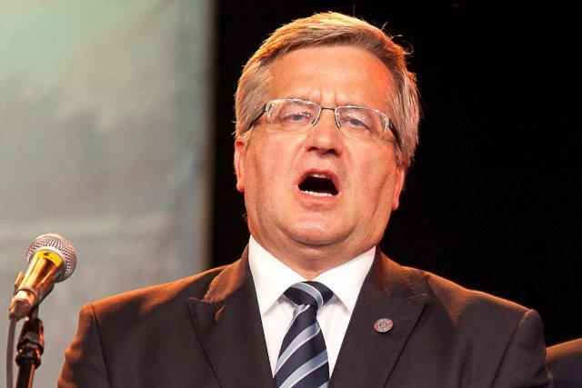 """Prezydent Bronisław Komorowski polecił krzyczącym osobom lewatywę, która """"dobrze robi na głowę"""""""