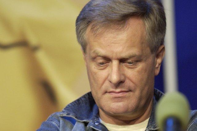 Janusz Trus za pierwszego rządu PiS został zwolniony z gdańskiego oddziału TVP. Teraz sam złożył rezygnację. Na tym jednak nie koniec. W odpowiedzi na materiał macierzystej redakcji dokonał autolustracji. Z ironią powołuje się na Jarosława Kaczyńskiego.