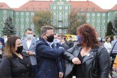 Rafał Trzaskowski witany w Szczecinie.