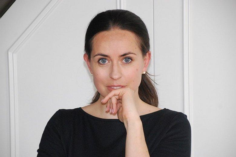"""""""Pchła"""" to pierwszy kryminał w dorobku Anny Potyry, autorki znanej do tej pory z książek dla dzieci.  Powieść trafiła do polskich księgarni w dniu 9 lipca 2019 r."""