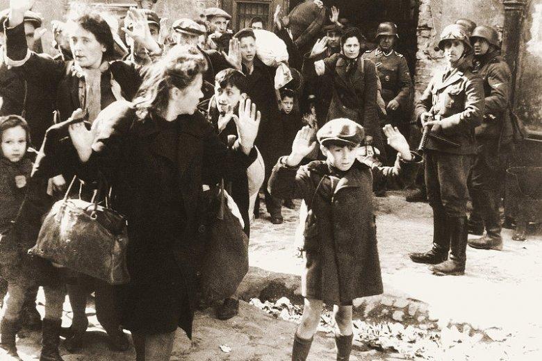 Żydzi tłumieni przez SS w trakcie powstania w getcie warszawskim.