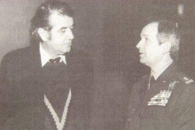 Zbigniew Religa i Mirosław Czechowski w trakcie negocjacji o wykorzystaniu wojska do transportu narządów.