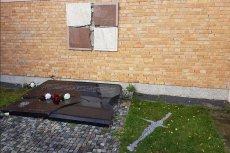 Ktoś w Gdyni zdewastował tablicę poświęconą ofiarom katastrofy smoleńskiej.