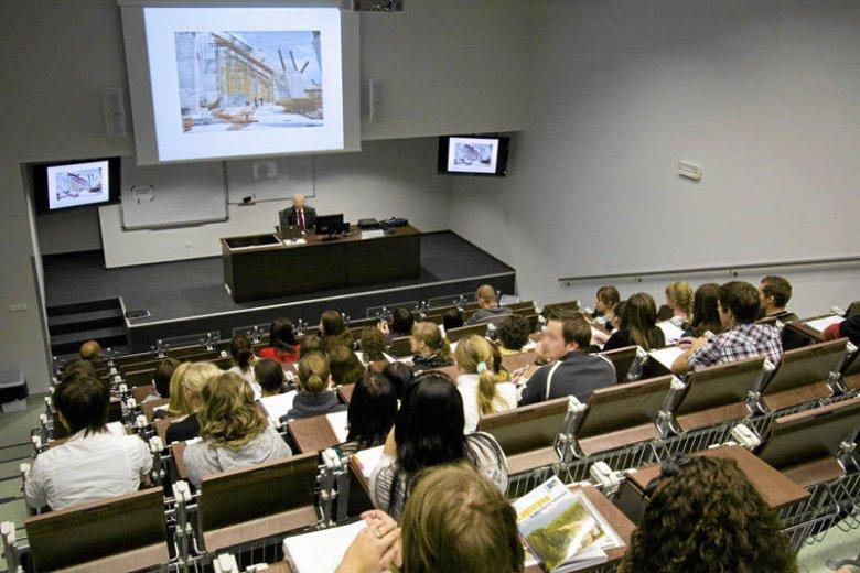 Studenci są coraz częściej zawiedzeni studiowaniem. Dokąd zmierza polska edukacja?
