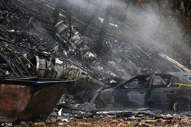 Szczątki Hawkera 125-700 w miejscowości Akron, Ohio, 10.11.2015