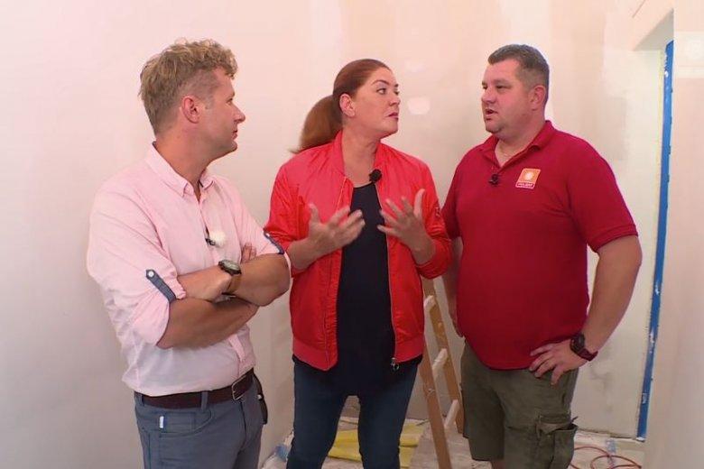Prowadząca program Katarzyna Dowbor w każdym odcinku prosi lokalnych mieszkańców o zaangażowanie się w remont domu. Zawsze znajdowała chętnych. Aż do ostatniego odcinka.