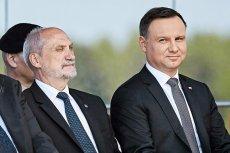 Już 15 sierpnia prezydent Andrzej Duda będzie musiał publicznie stanąć twarzą w twarz z ministrem obrony narodowej Antonim Macierewiczem.