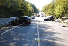 Porsche, ferrari i mercedes kierowane przez Polaków ścigały się po słowackiej drodze 78. Porsche zderzyło się czołowo ze Skodą Fabią. Zginął 77-letni Słowak.