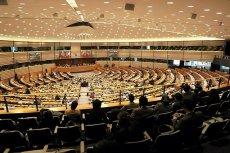 Europosłowie PO przegłosowali propozycję przyjęcia i rozdziału 120 tys. uchodźców