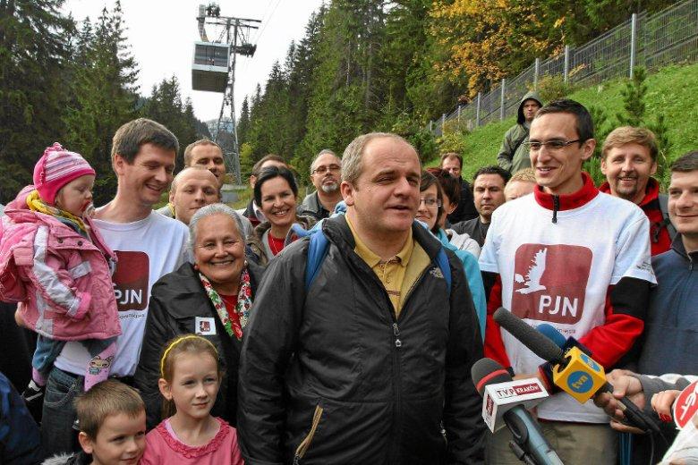 Paweł Kowal, szef partii Polska Jest Najważniejsza, w kampanii wyborczej w 2011 r. często pojawiał się z dziećmi w tle i przekonywał do rozwiązań prorodzinnych. Jednym z pomysłów było 400 zł na każde dziecko.