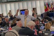 Jacek Saryusz-Wolski dyrygował śpiewami partii Brexit w Parlamencie Europejskim.