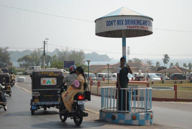 Policjantka kierującą ruchem. Port Blair, Andamany i Nikobary - Indie