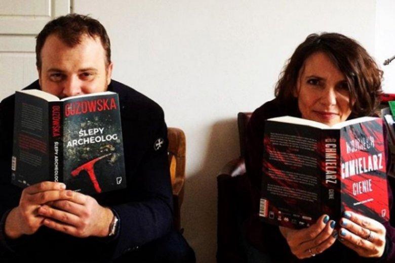 Wciągający kryminał poczytnego polskiego autora to dobry pomysł na prezent last-minute