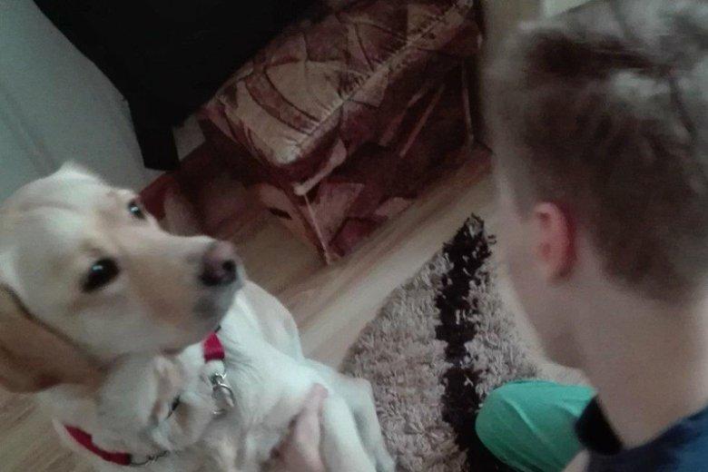 22-letni Mateusz i jego pies-przewodnik.