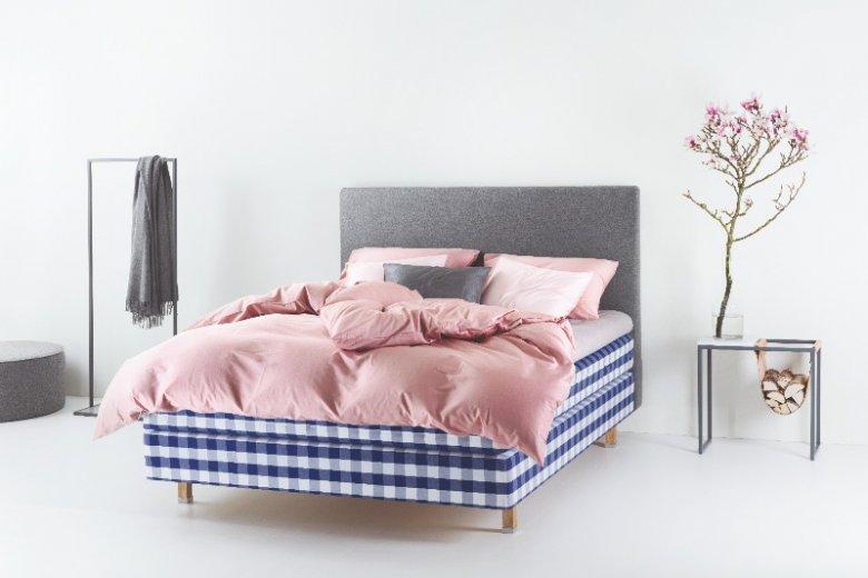 Postaw na różowe dodatki do sypialni