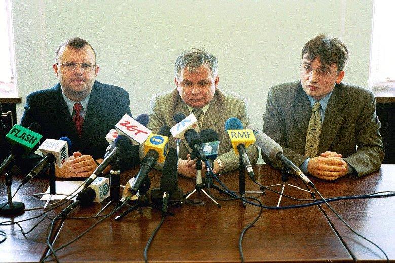 Po pracy u boku Marka Biernackiego, Ziobro pełnił funkcję podsekretarza stanu w Ministerstwie Sprawiedliwości, był jednym z najbliższych współpracowników ministra Lecha Kaczyńskiego.
