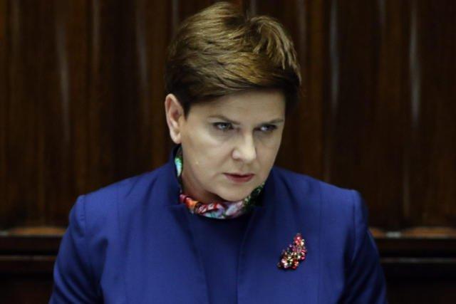 Beata Szydło w swojej kolekcji ma broszkę na każdą okazję.