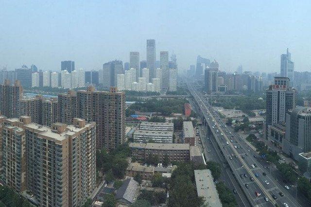 Pekin w smogu, normy przekroczone, zamknięte autostrady i lotniska.