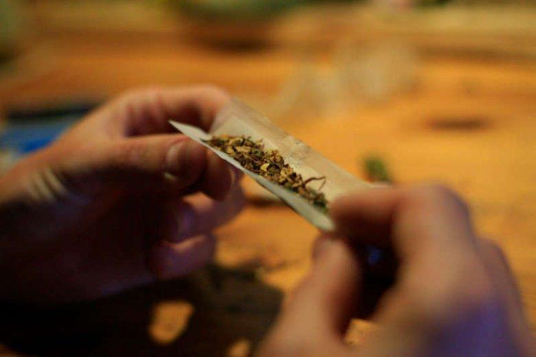 Jak marihuana wpływa na cerę i urodę? Może m.in. powodować trądzik
