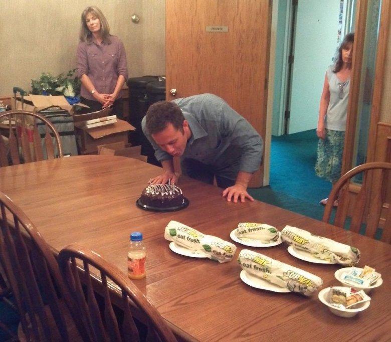 """Jedno z najbardziej depresyjnych zdjęć w internecie: urodziny aktora (""""Jaki ojciec, taki syn"""", """"Dzieciaki, kłopoty i my"""") Kirka Camerona"""