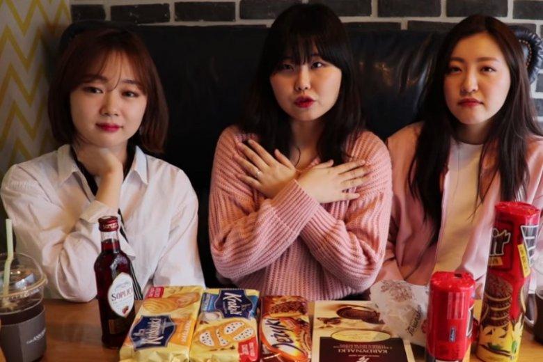 Dziewczyna zamieszcza filmy nie tylko związane z językiem. Na jednym z nich, wraz z koleżankami z Korei, próbują polskich słodyczy