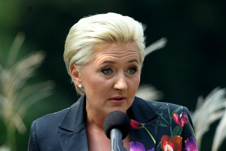 Polacy całkiem pozytywnie ocenili Agatę Dudę, która w ostatnim czasie wywołała dużo emocji swoim zachowaniem.