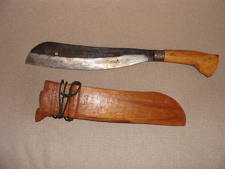 Parang . Typowy dla plemion północnego Borneo. Zrobiony na specjalne zamówienie przez kowala w Kota Belud.