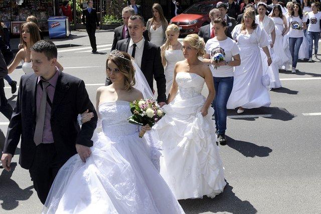 W ceremonii wzięło udział 20 par.