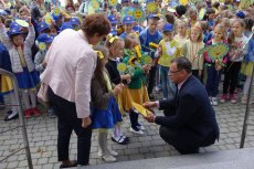 Burmistrz Nysy. Na Facebooku ma dużo zdjęć z dziećmi.
