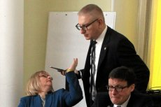 Stanisław Pięta nie chce serwować kiełbasy przedwyborczej nauczycielom. W pierwszej kolejności chce nią nakarmić personel medyczny.
