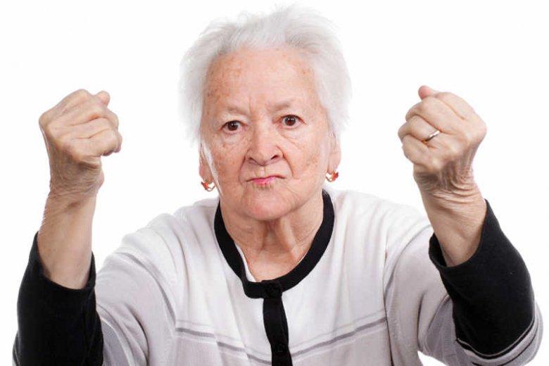 Dlaczego starsze kobiety są traktowane z pogardą i obarczane winą za całe zło?