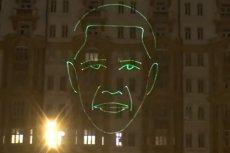 Rasistowski pokaz urządzono na fasadzie budynku, który użytkują Stany Zjednoczone