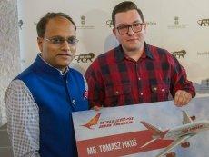Tomasz Pikuś w nagrodę za ratowanie studenta z Indii poleci na siedem dni do Nowego Delhi.