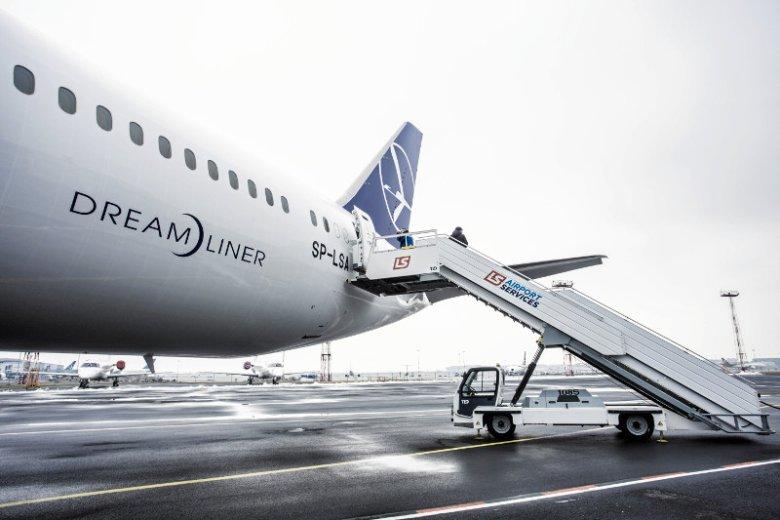 Dreamliner należący do PLL LOT musiał awaryjnie lądować z powodu awarii silnika.
